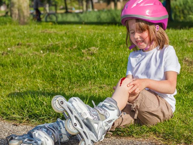 Первая психологическая помощь детям при падениях и несчастных случаях